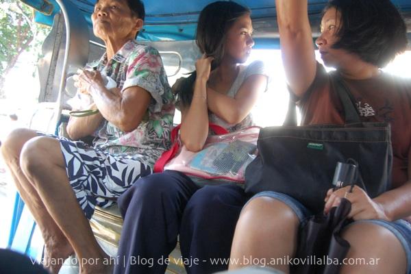 Dentro del jeepney