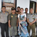 El policial más bizarro de mi vida (o Cómo me robaron la computadora y la cámara en un tren en Indonesia)