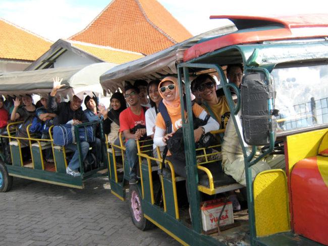 trencito-de-la-alegria-indonesio