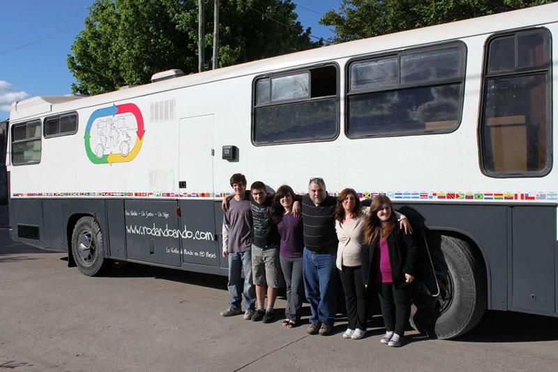 La familia con el motorhome que los llevará a dar la vuelta al mundo en 80 meses