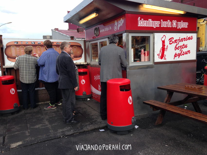 Este es el puestito de panchos más famoso de Reykjavík (parece que hasta Bill Clinton se comió uno ahí) (?)