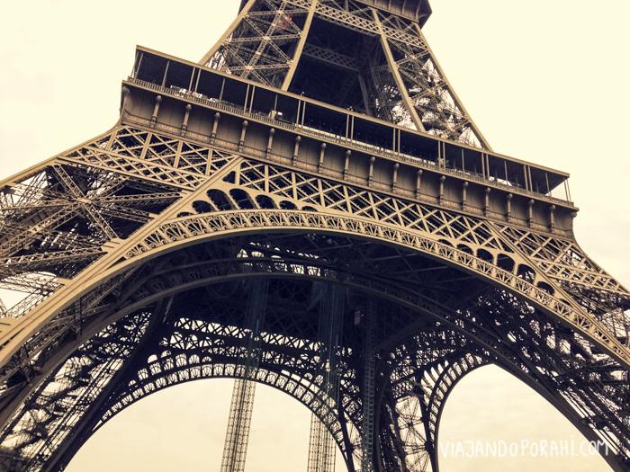 Cosas que pasan cuando ves las Torre Eiffel de cerca...