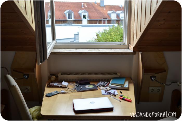 Este fue mi escritorio en Zandt, un pueblito de la Baviera alemana. Un adelanto de mi escritorio actual, aunque con otra vista.