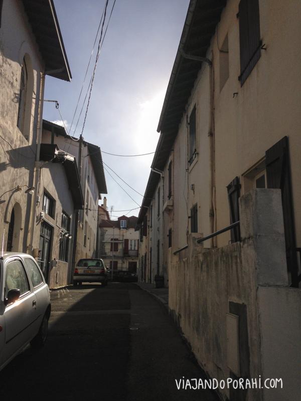 Todas las fotos de este post están sacadas con un celular. Esta es la calle por la que empiezo a caminar.