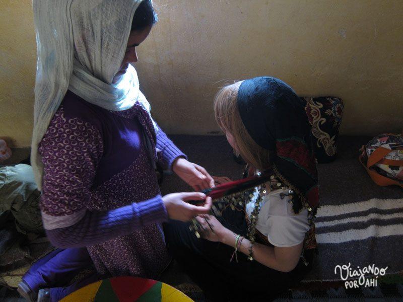 Esta foto es en Marruecos, con una chica marroquí que me vistió de bereber