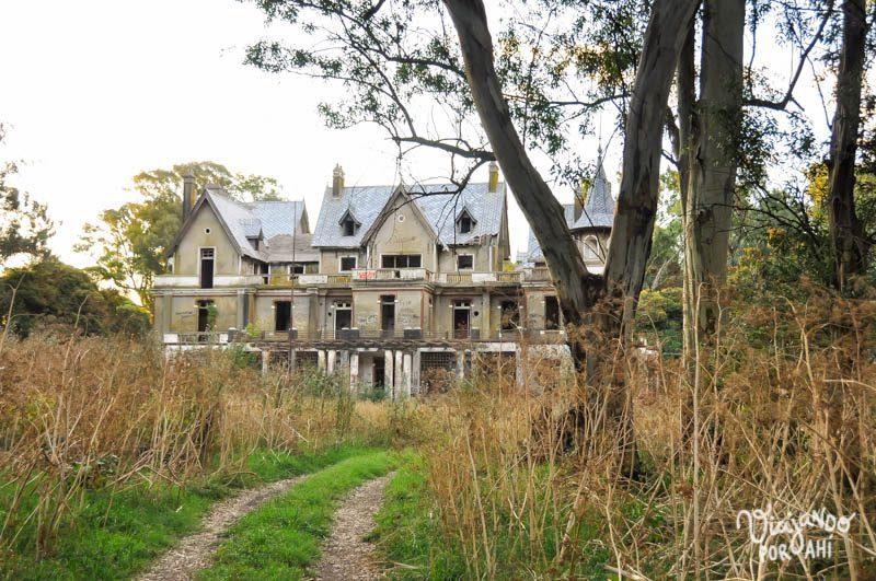 Egaña, una mansión abandonada en el campo bonaerense