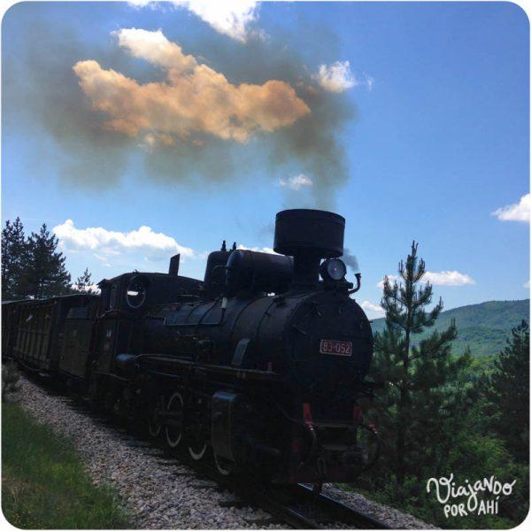 Y este es el Šargan Eight, un tren histórico a vapor