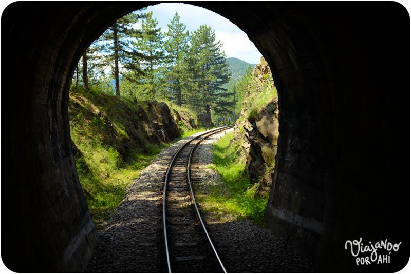 Pasamos por varios túneles