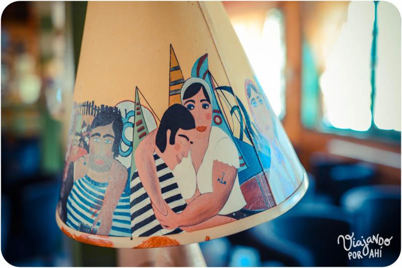Detalle de una lámpara en el restaurante donde preguntamos por Kusturica