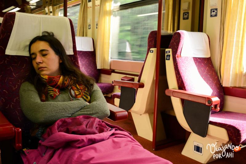 Lau durmiendo en el tren