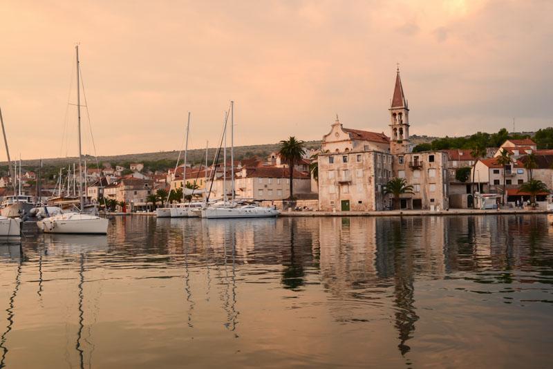 Luz del atardecer en Milna, isla de Brac, Croacia