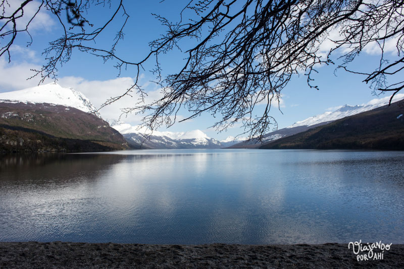 Frente al lago Acigami