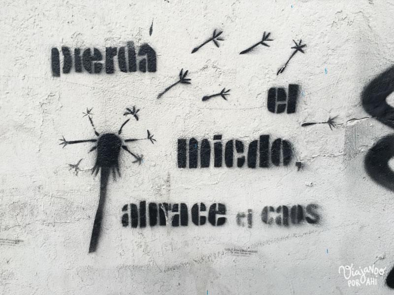 Al día siguiente, una pared me dice esto.