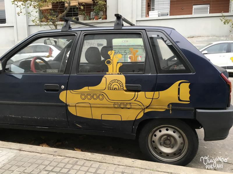 Visto cerca del Mercado Agrícola. ¿Será que hay alguien que secretamente interviene autos con submarinos? Había dos así.