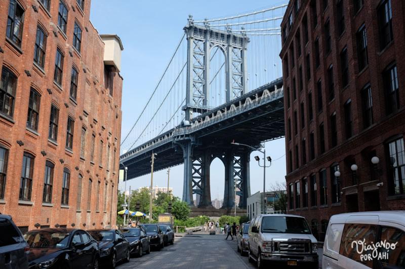 El puente de Brooklyn visto desde DUMBO.