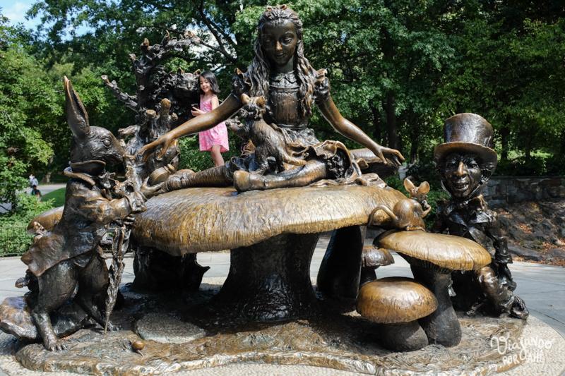 La estatua de Alicia