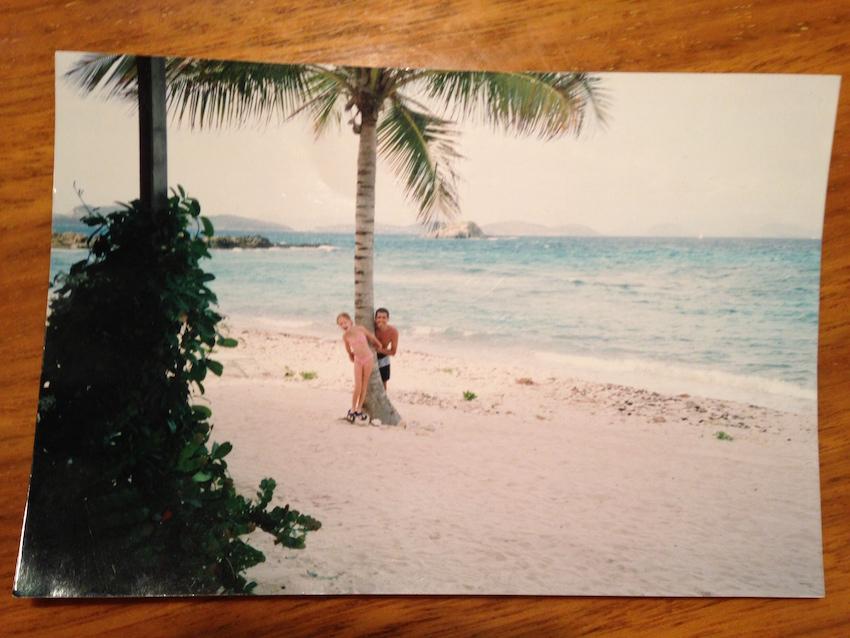 Las fotos del crucero de los 15 están en papel y en Buenos Aires, en mi compu solo encontré esta foto en el Caribe de cuando era chiquita