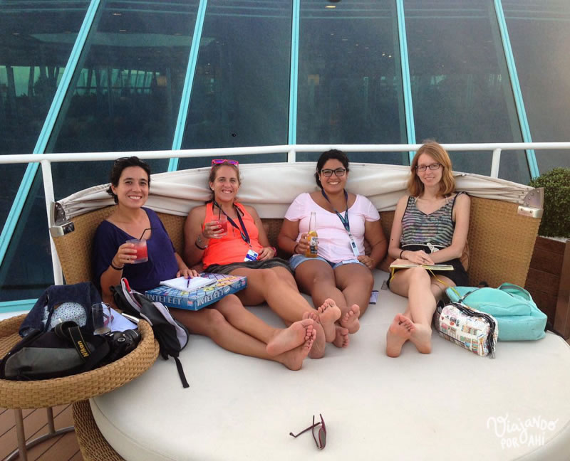 Lau, Maru, Adri y yo en el barco