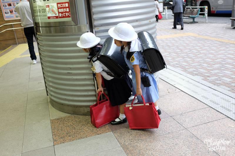 Las vi por primera vez en una estación de tren.