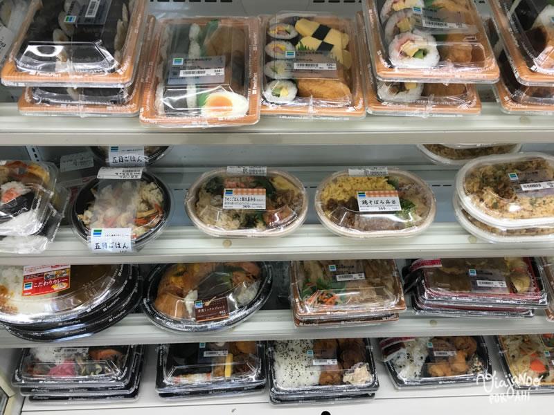 Estas son las bandejitas de comida lista (tip por si viajan a Japón y quieren comer barato)