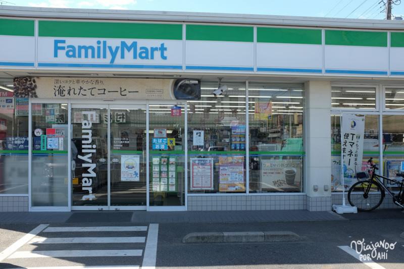 """El Family Mart Restaurant, como decimos con L. Los """"conbini"""" son los minimercados japoneses, abiertos las 24 hs, donde se consigue la comida preparada más barata."""